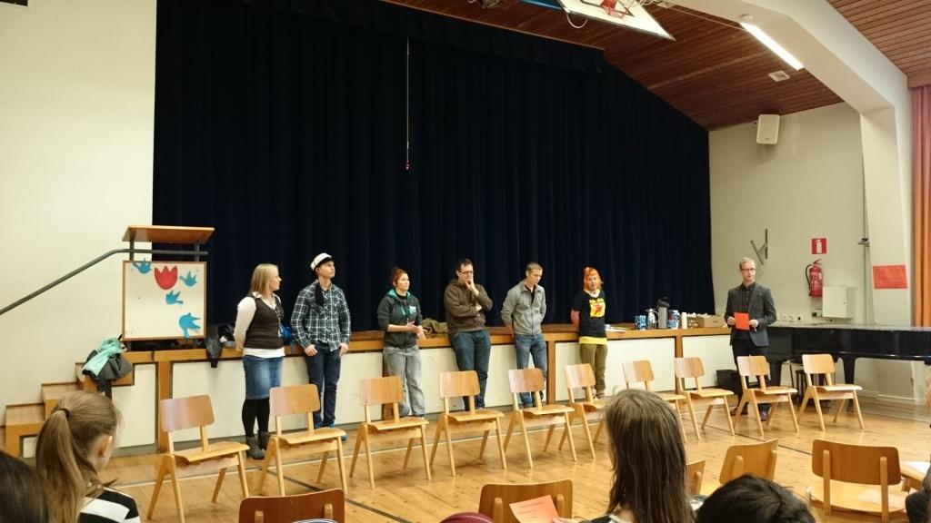 Ammattivieraita yhteiskuvassa. Vasemmalta alkaen: Minna Palosaari, Sipi Seisko, Sini Partinen, Teemu Hiilinen, Aleksi Haavisto ja Minna Tehiranta Ruokonen