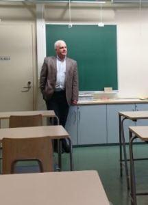 Tapio Huttunen kertoi lakimiehen ja johtajan työstä.